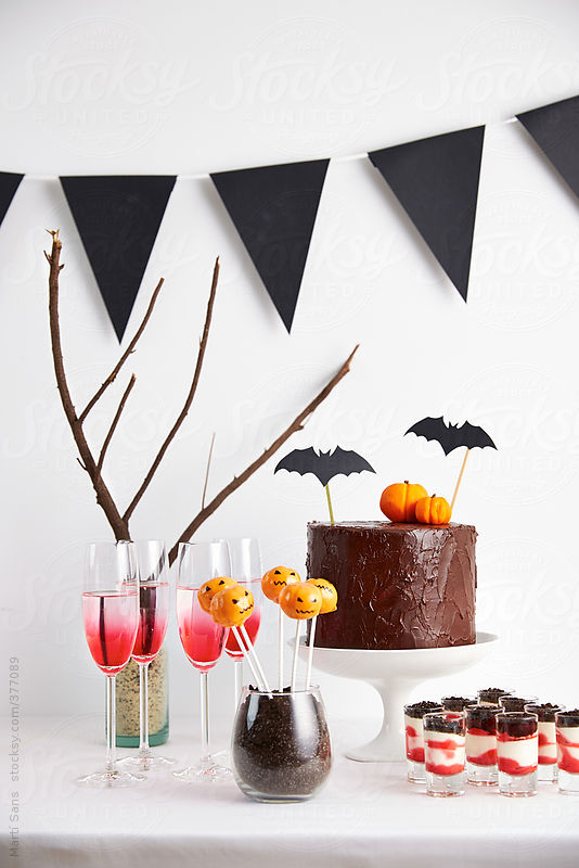 Halloween buffet on decorated table by Martí Sans