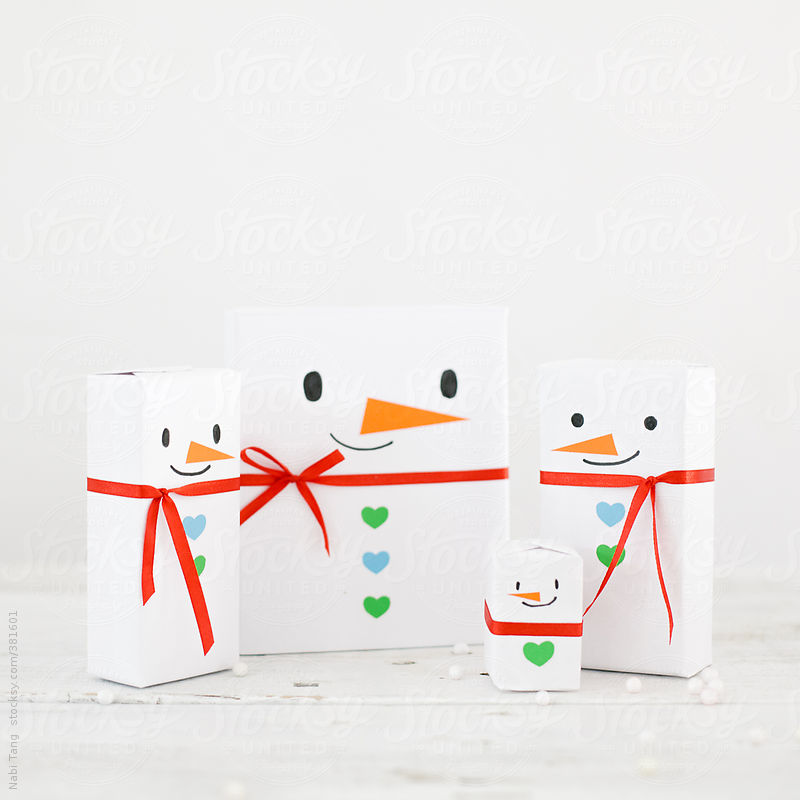 Snowman Family by Nabi Tang